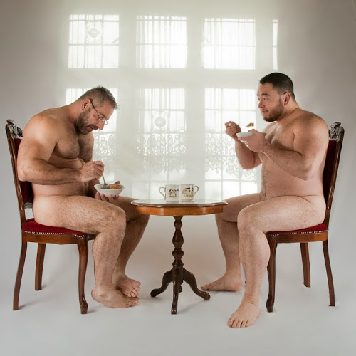 Desayuno desnudo con mi pareja